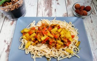 indyk po tajsku z makaronem chow mein